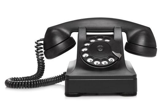en sort telefon klar til at ringe med en sælger